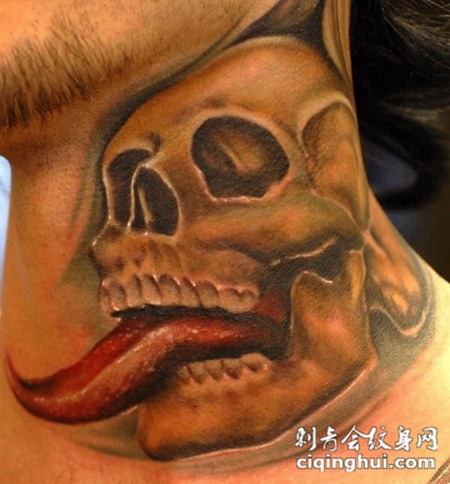 脖子上伸着舌头的骷髅头纹身图案
