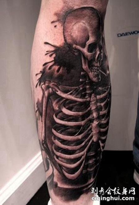 小腿上的骷髅骨架纹身图案