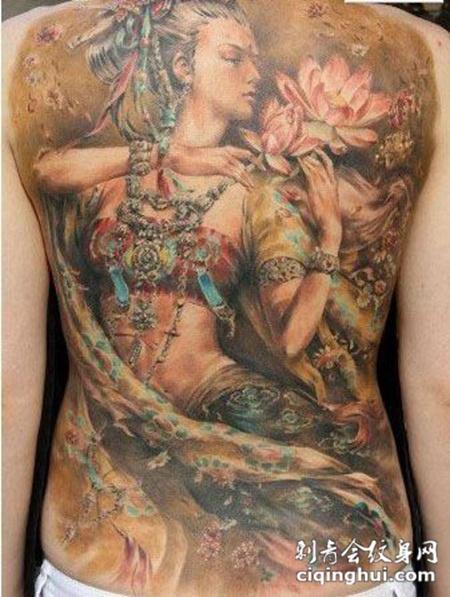 后背上的敦煌神女纹身图案