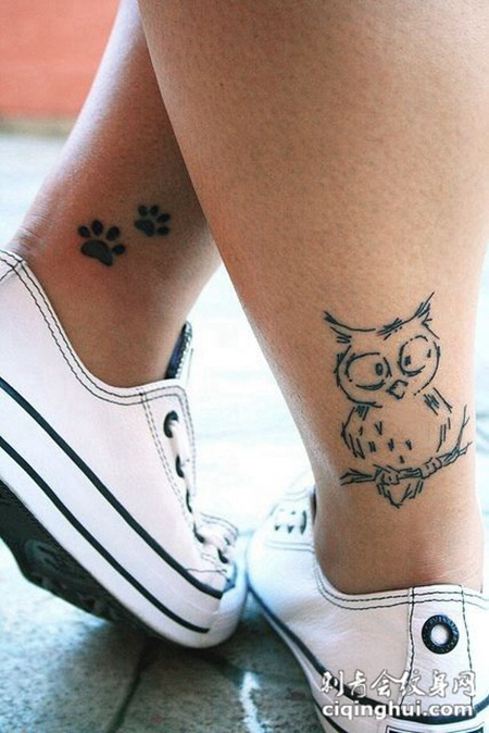 小腿上的猫头鹰纹身图案