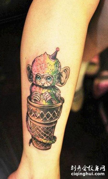 小腿上的茶杯猴纹身图案