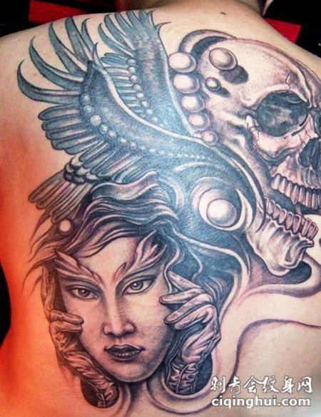 满背骷髅美女的纹身图案