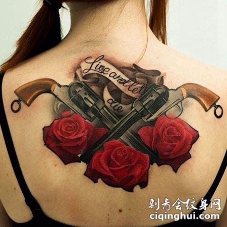后背上的玫瑰花手枪纹身图案