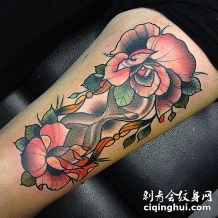 小腿上的沙漏玫瑰花纹身图案