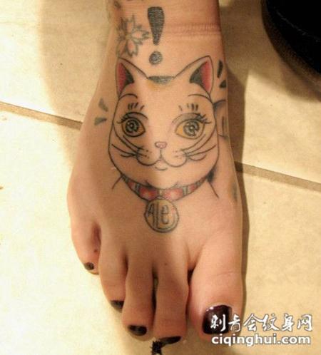 脚面上的猫头纹身图案