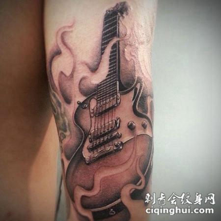小臂上的吉他纹身图案