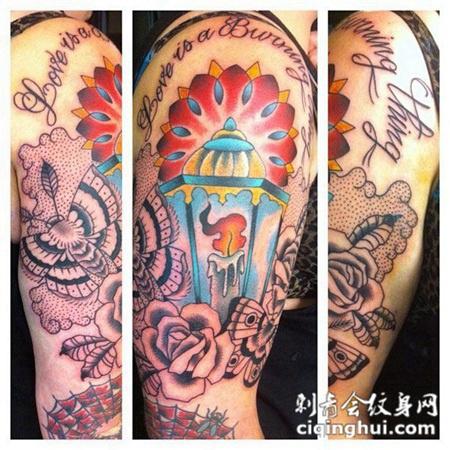 大臂上的蜡烛玫瑰花纹身图案