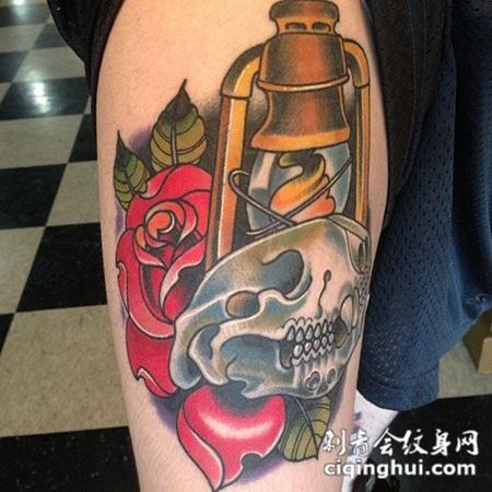 小腿上的骷髅玫瑰花纹身图案