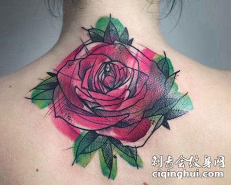 后背上的玫瑰花纹身图案