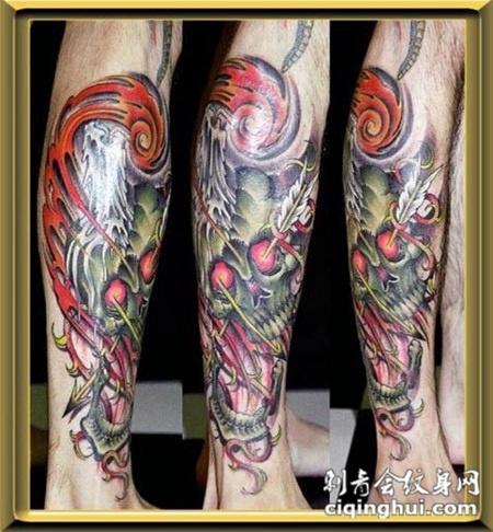 小腿上的骷髅头纹身图案