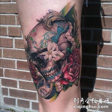 大腿上的骷髅头玫瑰花纹身图案