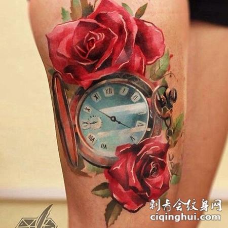 大腿上的时钟玫瑰花纹身图案
