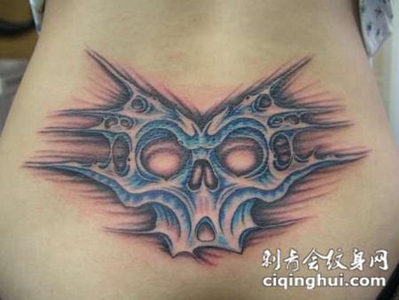 后腰上的骷髅头纹身图案