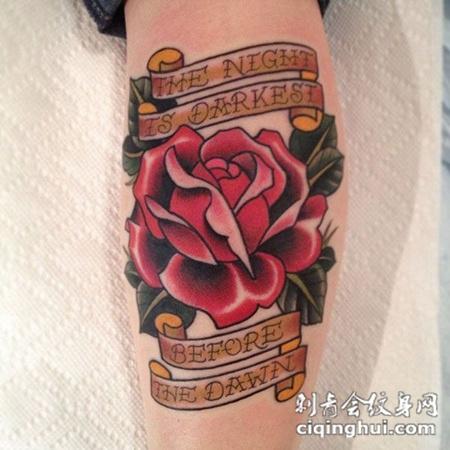 小腿上的红色玫瑰花的纹身图案