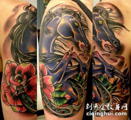 大臂上的马头玫瑰花纹身图案