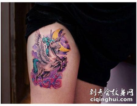 大腿上的天马纹身图案