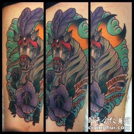大腿上的马匹玫瑰花的纹身图案