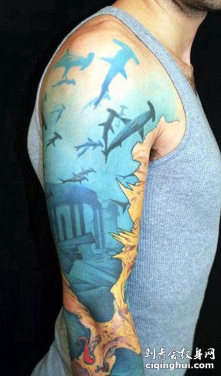大臂上的海底世界纹身图案