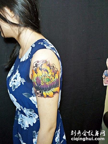 莲花飘香,手臂个性莲花纹身
