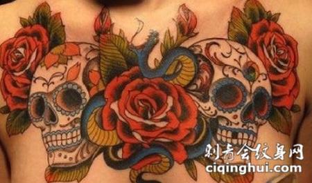 胸前的两个骷髅头纹身图案