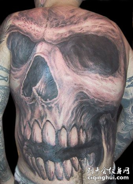 满背骷髅头纹身图案