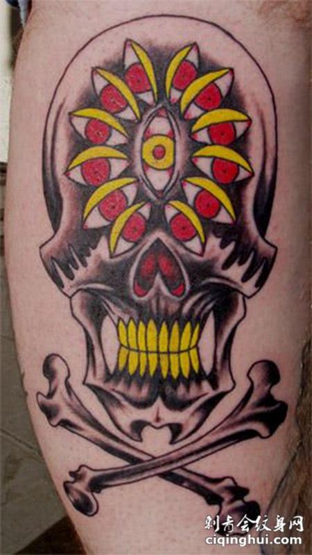 小腿上的花纹骷髅头纹身图案
