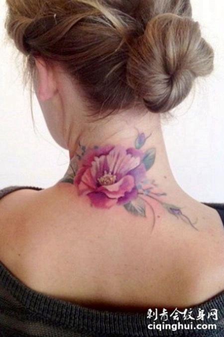 脖子后的玫瑰花纹身图案