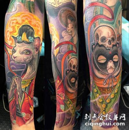 小臂上顶着骷髅头的动物纹身图案