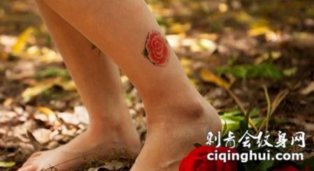 小腿上的玫瑰花纹身图案