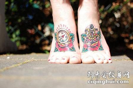 脚面上的指南针玫瑰花纹身图案
