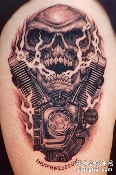 大臂上的骷髅机械纹身图案