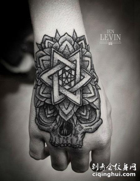 手背上的骷髅头六芒星纹身图案图片