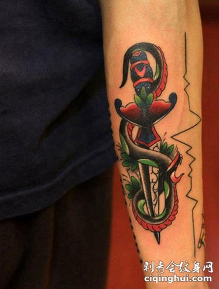 您可能还会喜欢花臂牡丹蛇纹身图案或者脖子上的毒蛇纹身图案.