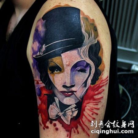大臂上的面具小丑纹身图案
