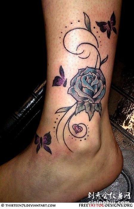 脚踝上的玫瑰花纹身图案