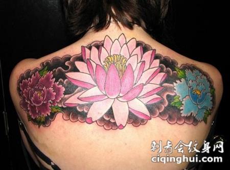后背上的莲花牡丹花的纹身图案
