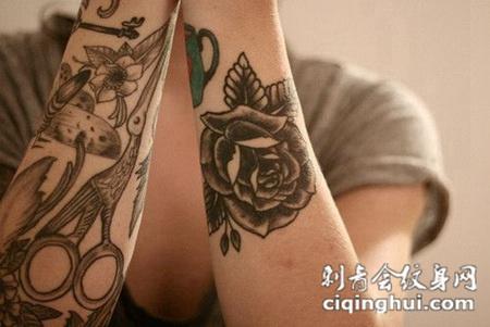 胳膊上的玫瑰花纹身图案