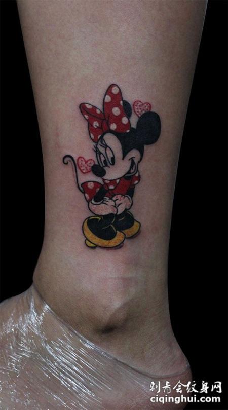 脚踝上的米老鼠纹身图片