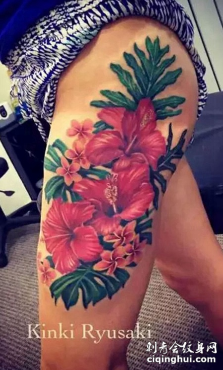 大腿上的木槿花树叶纹身图案