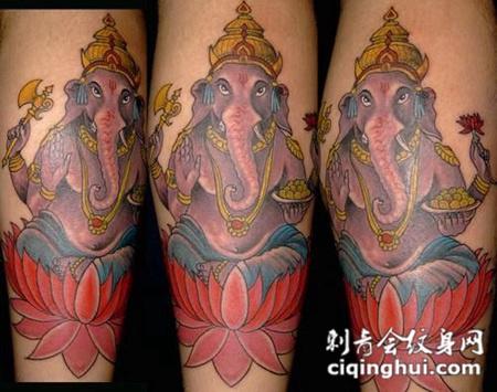 小腿上的莲花象神纹身图案