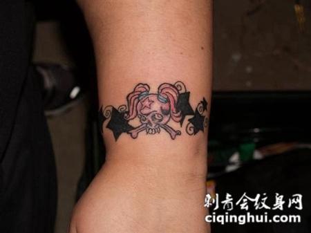 小臂上的迷你骷髅头纹身手稿
