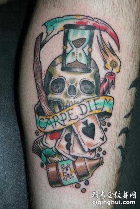 小腿上的骷髅头镰刀纹身图案