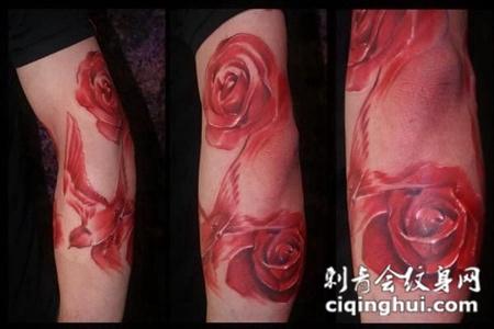 胳膊上的红色玫瑰花纹身手稿