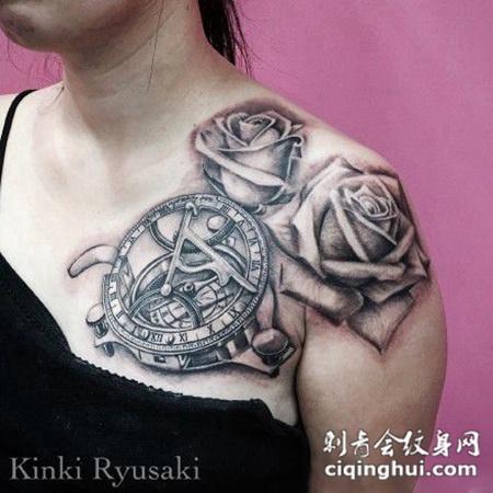 肩膀上的玫瑰花齿轮纹身图案
