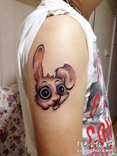 胳膊上的小兔子纹身图案图片