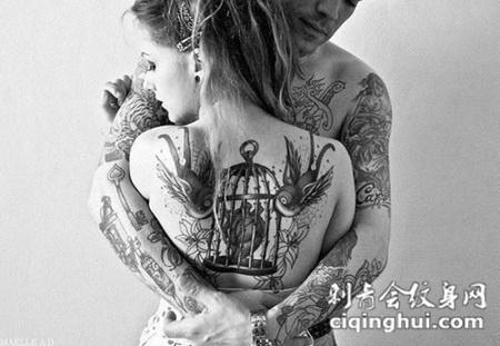 后背上的燕子鸟笼纹身图案