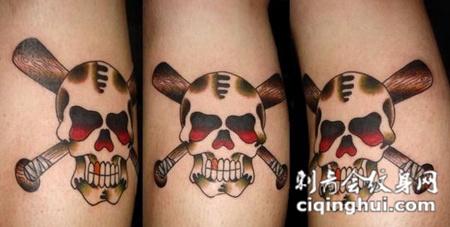 大臂上的骷髅纹身图案