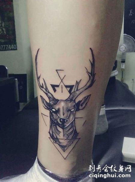 小腿上的麋鹿纹身图案图片