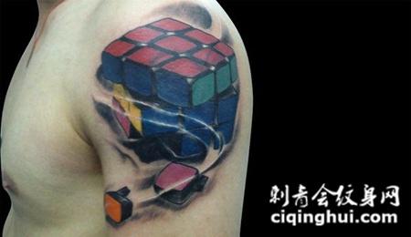 肩膀上的魔方纹身