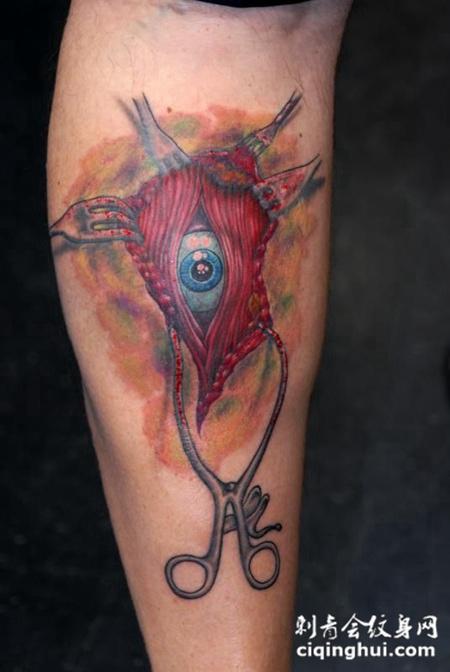 小腿上的眼睛解剖纹身图案